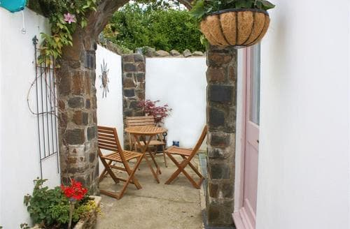 Last Minute Cottages - Old Gardeners Lodge