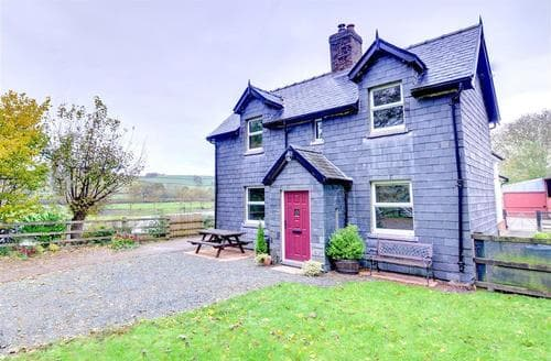 Big Cottages - Quaint Llanidloes Rental S11245