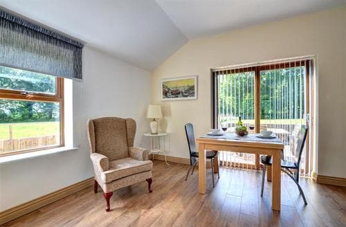 Last Minute Cottages - Wonderful Swansea Lodge S69882