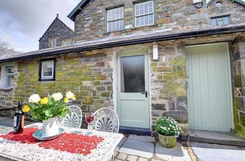 Last Minute Cottages - Inviting Porthmadog Apartment S46121