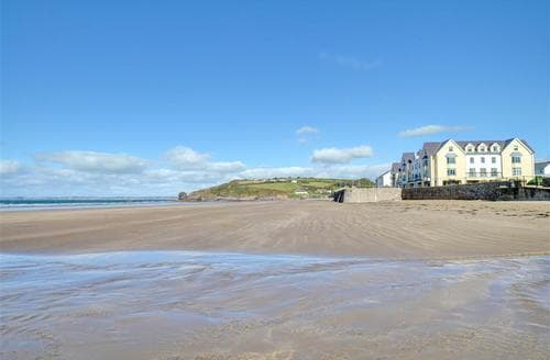 Last Minute Cottages - Tasteful Broad Haven Apartment S11233