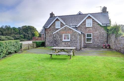 Last Minute Cottages - The School House