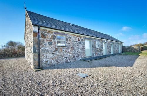 Last Minute Cottages - Crowrach Uchaf Barn