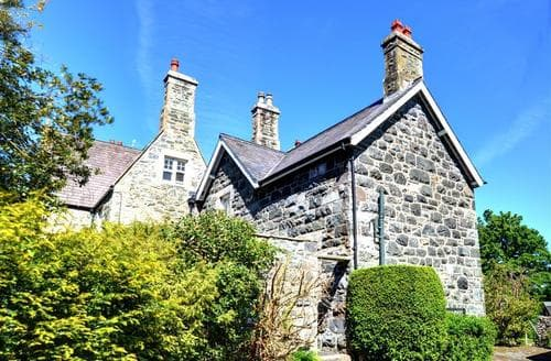 Last Minute Cottages - Is-y-Coed