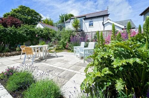 Last Minute Cottages - Delightful Abersoch Apartment S73728