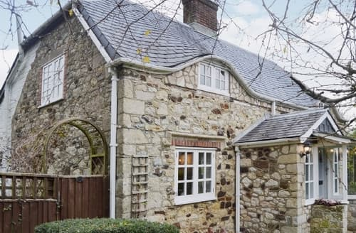 Big Cottages - Cosy Freshwater Cottage S14265
