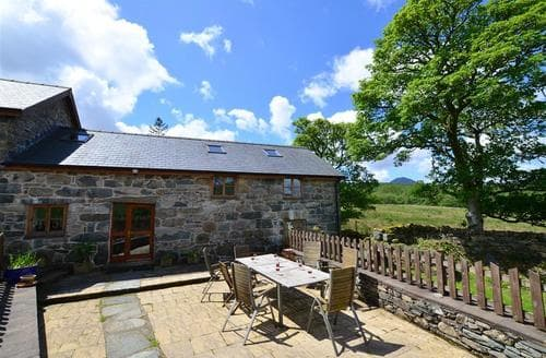 Last Minute Cottages - Maesgwm Barn