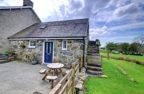 Last Minute Cottages - Inviting Dolgellau Rental S11475