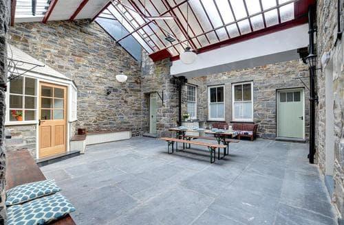 Last Minute Cottages - The Atrium