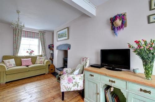 Last Minute Cottages - Ty Cwtch
