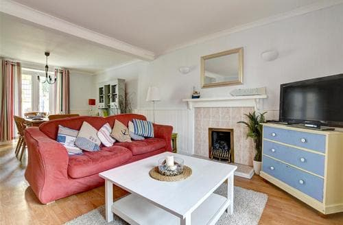 Dog Friendly Cottages - Attractive Tenby Cottage S49797