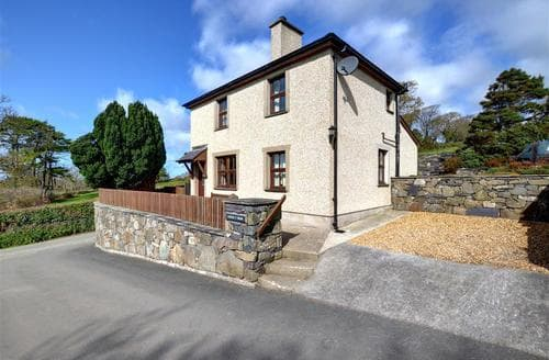 Last Minute Cottages - Cosy Caernarfon Lodge S11360