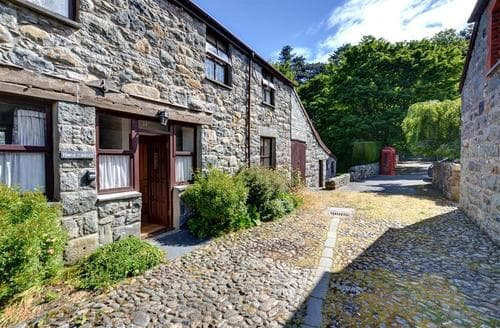 Last Minute Cottages - Cosy Conwy Rental S11281