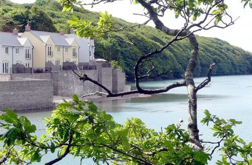 Last Minute Cottages - Tasteful Milford Haven Rental S11167