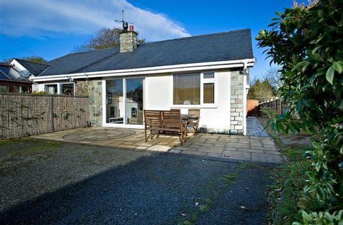 Last Minute Cottages - Wonderful Llanbedrog Cottage S73717