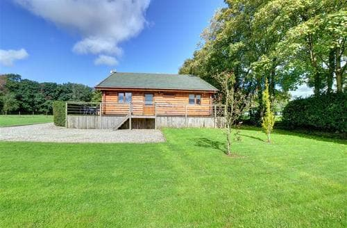 Last Minute Cottages - Luxury Neath Lodge S11200