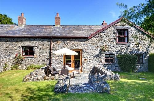 Last Minute Cottages - Plas Helyg