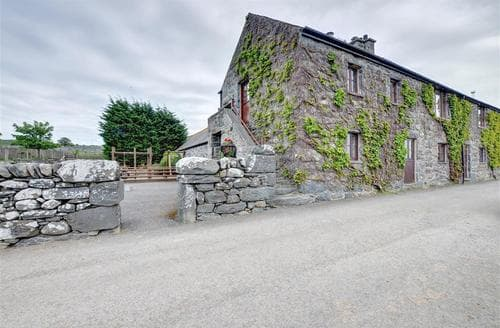 Last Minute Cottages - Inviting Dyffryn Ardudwy Apartment S46094