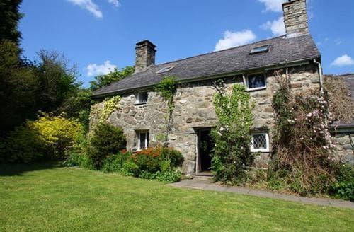 Last Minute Cottages - Gorgeous Criccieth Cottage S46129