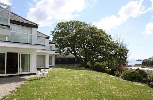 Last Minute Cottages - Stunning Saundersfoot Apartment S43750