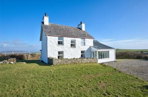 Last Minute Cottages - Crowrach Uchaf