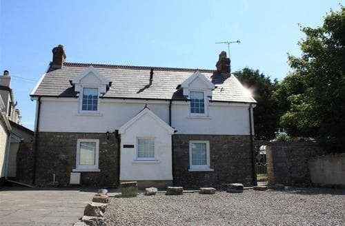 Last Minute Cottages - Quaint Lydstep Cottage S45387