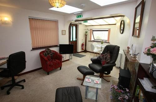 Last Minute Cottages - Little Churchway