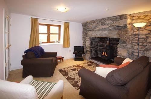 Last Minute Cottages - Ty Ysgoldy