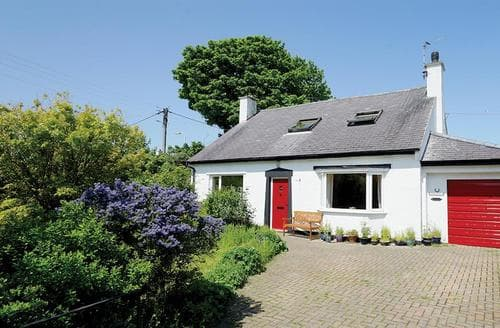 Last Minute Cottages - Inviting Moelfre Cottage S50302