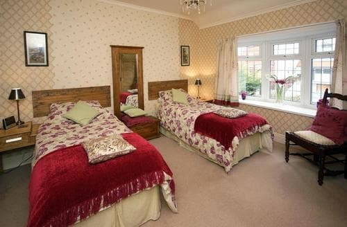 Last Minute Cottages - Greenmount 2