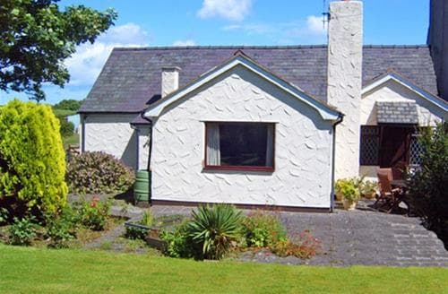 Last Minute Cottages - Charming Holywell Cottage S26872