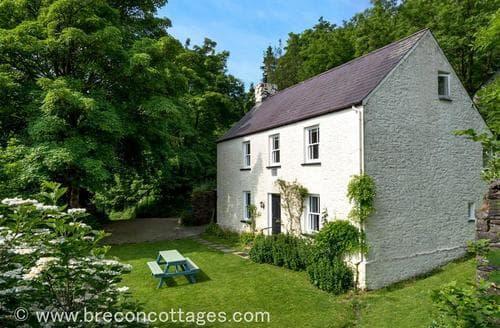 Last Minute Cottages - Esgair Berfedd