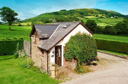 Last Minute Cottages - Tasteful Abergavenny Cottage S40234