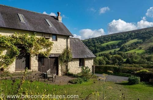 Last Minute Cottages - Lovely Llangynidr Cottage S40241