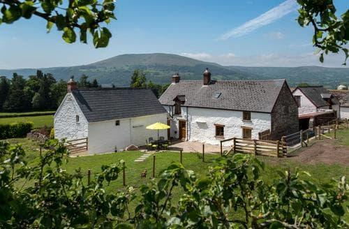 Last Minute Cottages - Sugar Loaf Farmhouse