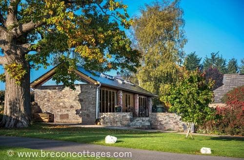 Last Minute Cottages - Luxury Llanfihangel Crucorney Cottage S42065