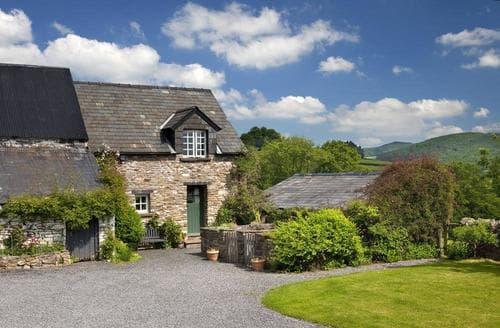 Last Minute Cottages - Gorgeous Llandefaelog Fach Cottage S40226