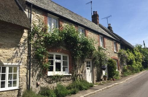Last Minute Cottages - Cosy Osmington Cottage S43379