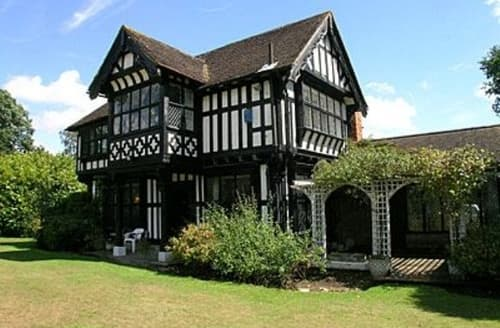 holiday cottages with swimming pools in kent to rent big. Black Bedroom Furniture Sets. Home Design Ideas