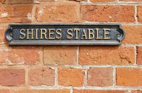 Last Minute Cottages - Shires Stable