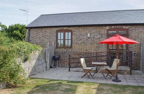 Last Minute Cottages - Excellent Whitstable Cottage S13677