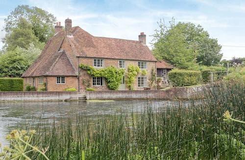 Big Cottages - Captivating Marlborough Cottage S60253