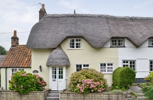 Last Minute Cottages - Beautiful Westbury Cottage S13756