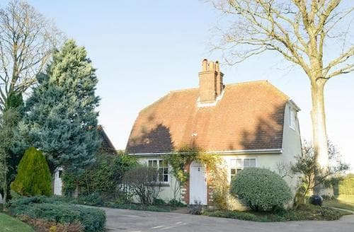 Last Minute Cottages - Tasteful All Surrey Cottage S13769
