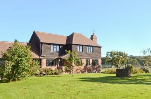 Last Minute Cottages - Cosy All Surrey Cottage S13777