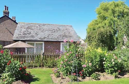 Last Minute Cottages - THE ANNEXE AT WALNUT TREE COTTAGE