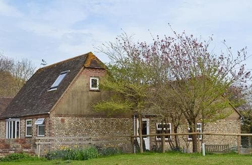 Last Minute Cottages - Luxury Selsey Cottage S50201