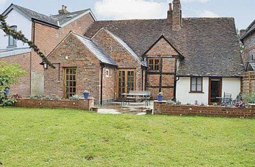 Last Minute Cottages - Inviting Brook Cottage S14064
