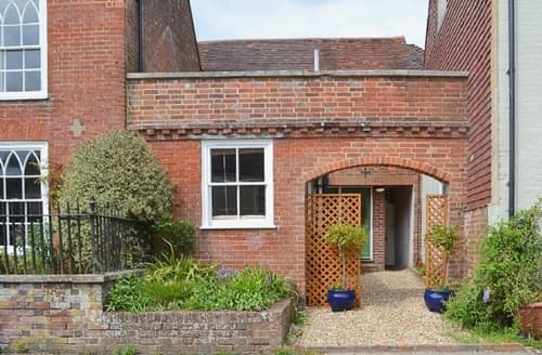 Last Minute Cottages - Charming East Meon Cottage S25892