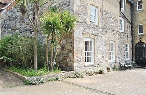 Last Minute Cottages - Superb Brighstone Cottage S14177